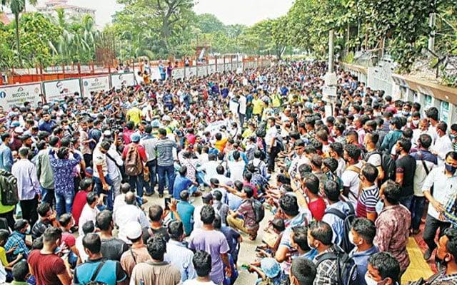 Panas !!! Ribuan pekerja Bangladesh tunjuk perasaan di Dhaka tuntut mahu pulang ke Malaysia