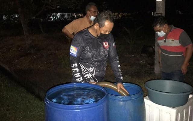 Panas !!! MB sanggup bermalam di loji tunggu kontraktor siapkan paip air