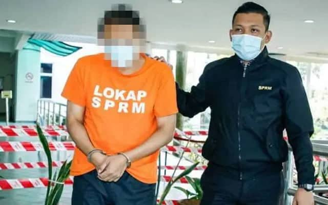 Profesor ditahan rasuah RM100,000