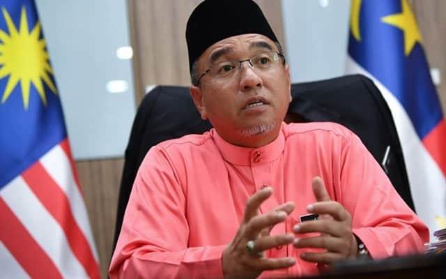 Muhyiddin adalah Perdana Menteri dalam tawanan – Adly Zahari