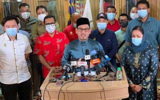 [VIDEO] MB dan seluruh exco kerajaan negeri Perak letak jawatan