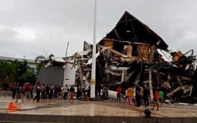 Gempar !!! Amaran Tsunami di Sulawesi Barat susulan gempa bumi