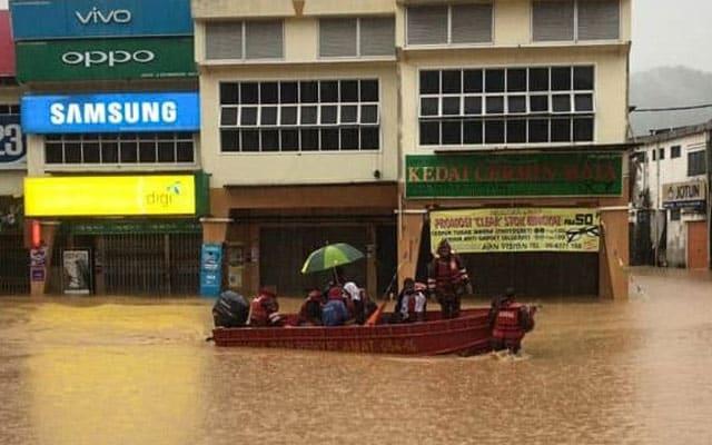Banjir | Bandar Maran hampir ditenggelami air