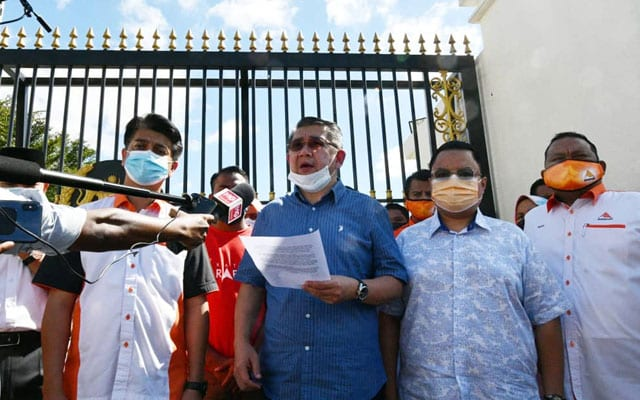 AMANAH serah memorandum kepada YDP Agong mohon tubuh RCI isu kartel daging