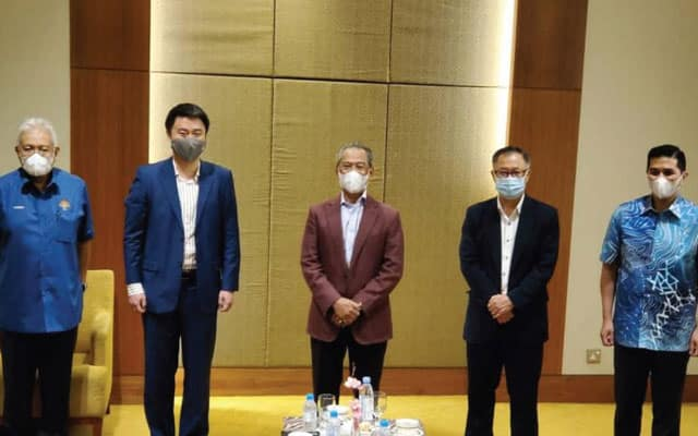 Sah !!! 2 ahli parlimen PKR umum sokong Muhyiddin