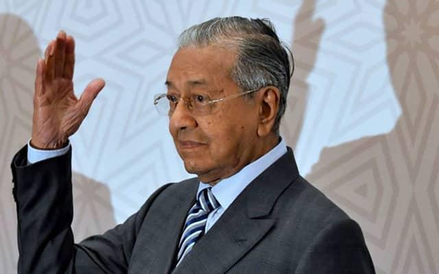 Jika Muhyiddin ingin kekal buanglah sikap suka pilih 'penasihat politik' – Mahathir