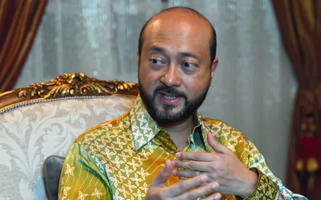 """""""Poligami diharuskan kerana nafsu luar biasa suami"""", Mukhriz bidas laman web kerajaan"""