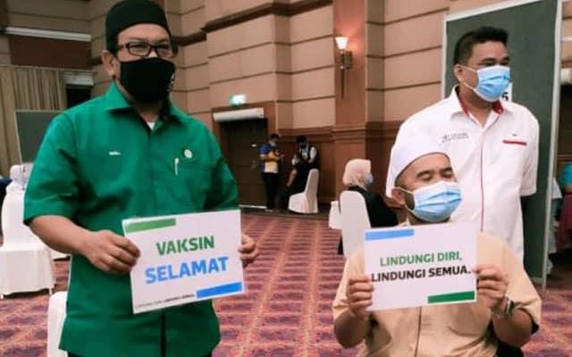 Pemimpin parti Pas Pahang antara terawal terima suntikan vaksin Covid-19
