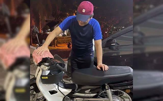 Pelajar SPM kebingungan, Menteri sibuk update basuh motosial EX5 di FB