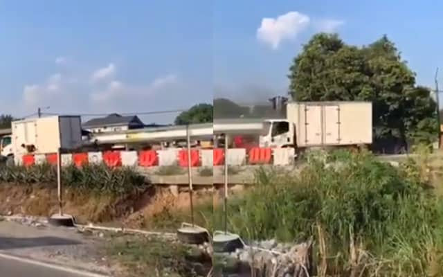 [Video] Pemandu lori parah dibelasah penduduk, puncanya kerana….