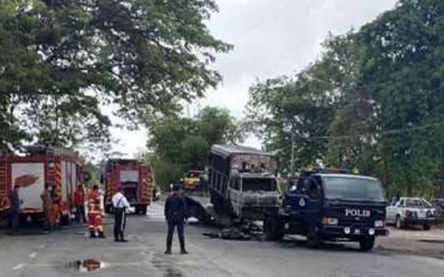 Pengalaman ngeri wanita tengok trak polis bawa banduan terbakar betul-betul depan keretanya