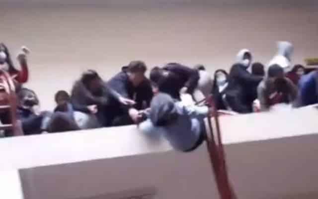 Akibat rel penghadang bangunan runtuh, tujuh pelajar universiti maut!