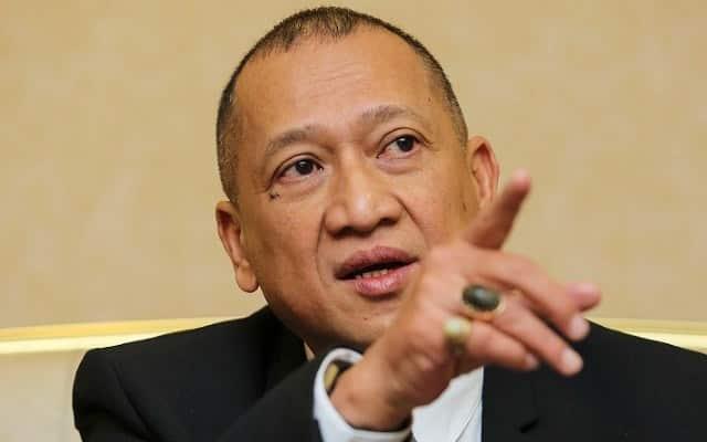 Nazri gesa Zahid berundur, minta Tok Mat ambil alih Presiden Umno