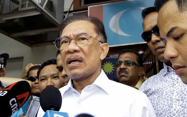 Tawaran wang dan ugutan melatari lompatan parti terbaru – Anwar