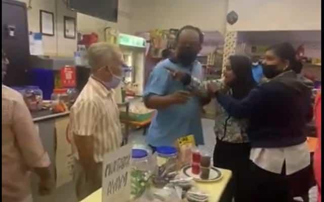 Adoiii… Gaduh besar di kedai mamak kerana berebut sudu garfu…