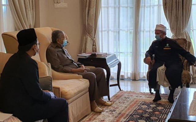 Gempar !!! Tun M 'gasak' Menteri Agama sebab terima jawatan dalam kerajaan 'pencuri'