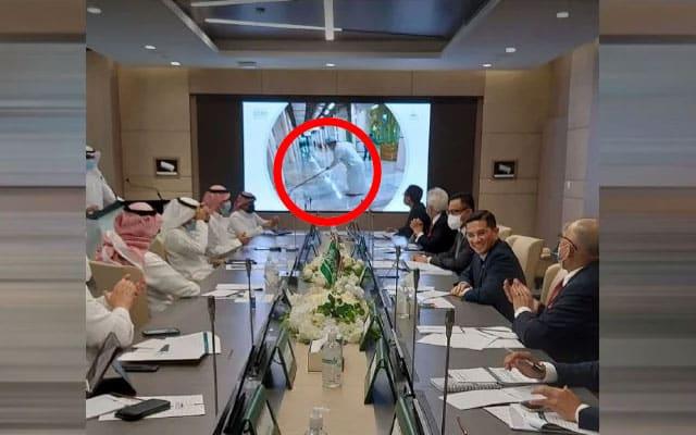 Pemimpin Arab puji Azmin pandai mop lantai Masjid
