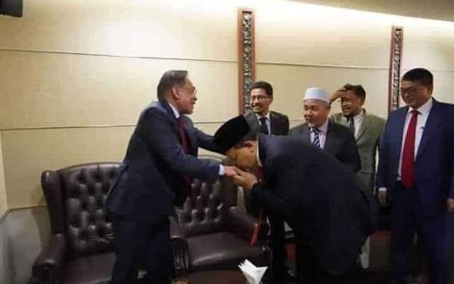 Setelah disingkirkan, Shahidan janji akan dedah gerakan sokong Anwar dalam Umno