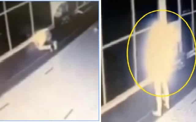 [VIDEO] Rakaman cctv tunjuk lelaki bercahaya sedang solat dalam satu surau di KL 3.15 pagi
