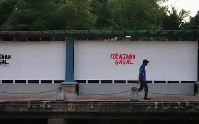 "Lepas pengumuman PKP 3.0, dinding pagar di Melaka dipenuhi tulisan ""Kerajaan Gagal"""