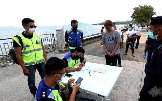 Berkumpul dan bersembang tepi laut, 28 dikompaun RM5,000