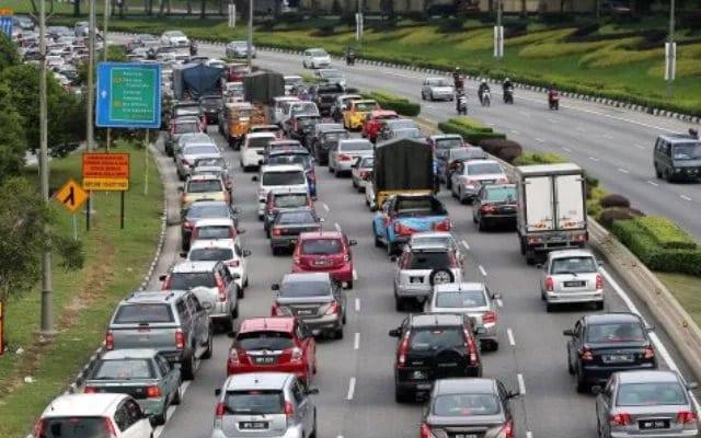 Gempar !!! Semalam PM umum total lockdown, hari ni trafik ke pantai timur dan selatan mulai sesak