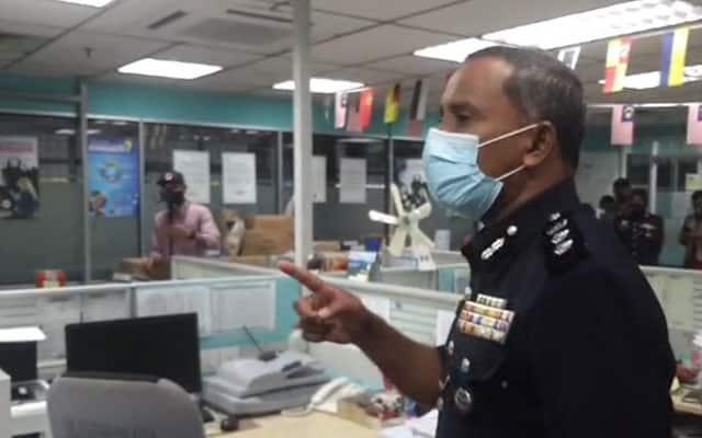 [Video] Terbaik !!! Pegawai Polis ini 'sekolahkan' penjawat awam tentang SOP