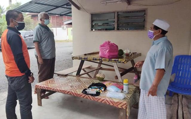 Mahfuz agih sumbangan kepada keluarga diarah jalani kuarantin sekitar Pokok Sena