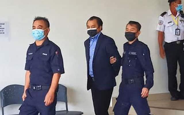 Ahli politik didakwa dengan 5 pertuduhan cabul 2 wanita