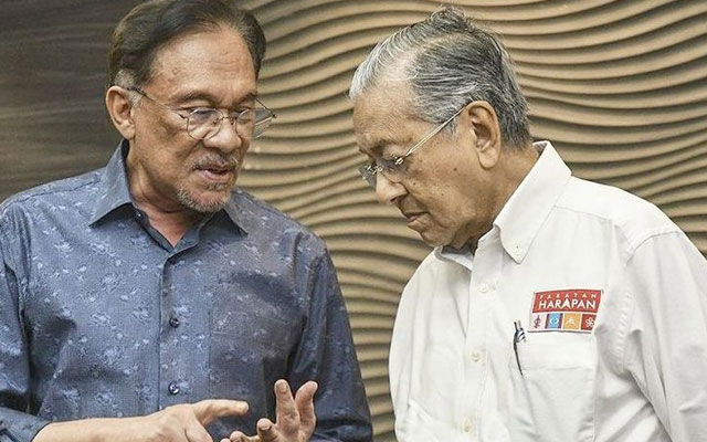 Gempar !!! Mahathir sahkan berlaku perbualan telefon dengan Anwar