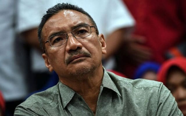 Panas !!! 25 MP sokong Hishamuddin berdepan risiko tak jadi calon BN PRU15