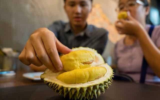 Suntikan vaksin : Tiada kesan sampingan jika makan durian