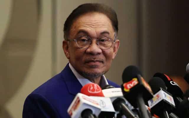 Muhyiddin ni dah tak ada rasa malu ke dengan Agong?, soal Anwar