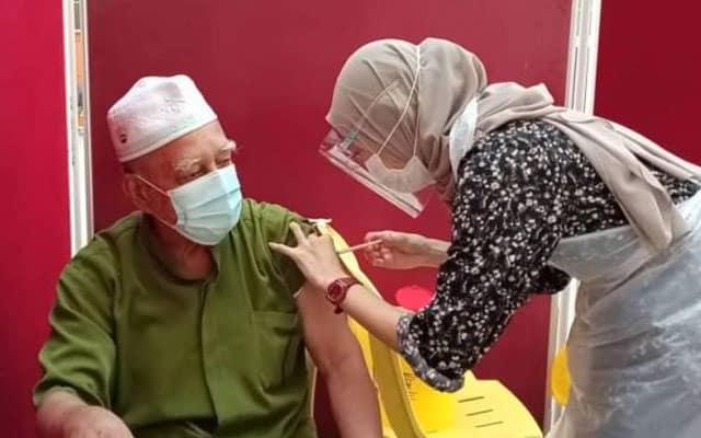 Rindu nak jumpa anak cucu antara pendorong warga emas ambil vaksin