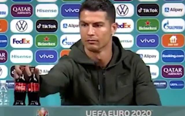 Coca Cola rugi RM16.4 bilion hanya kerana Ronaldo tolak ketepi 2 botol minumannya pada sidang media