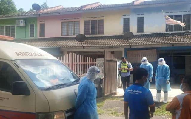 Pasangan warga emas ditemui mati di ruang tamu rumah sendiri, mayat isteri disahkan positif Covid-19