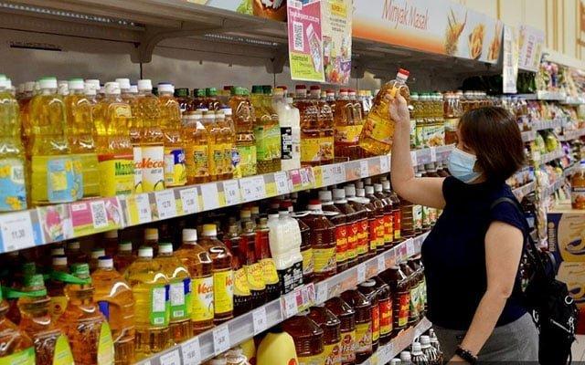 Stok minyak masak bersubsidi kurang, pengguna terpaksa beli pek botol yang mahal