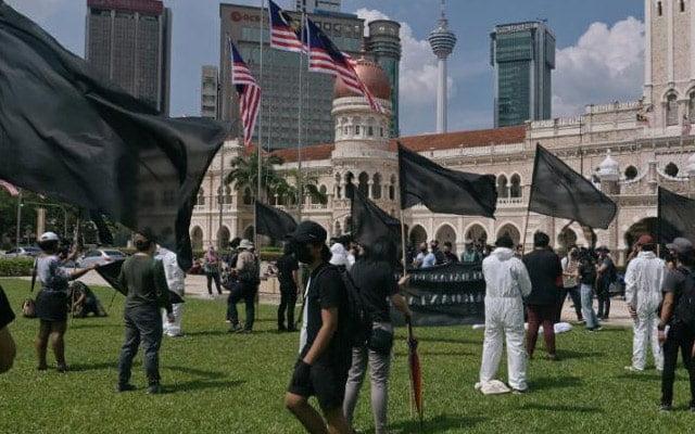 Gempar !!! Flashmob 'mayat' di Dataran Merdeka