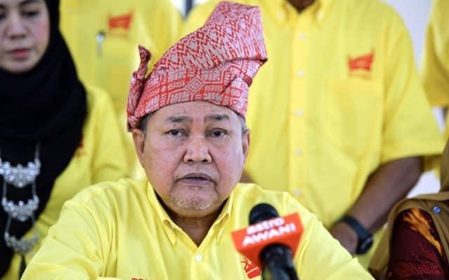 Contohi Pak Lah berundur secara terhormat, Muhyiddin diberitahu