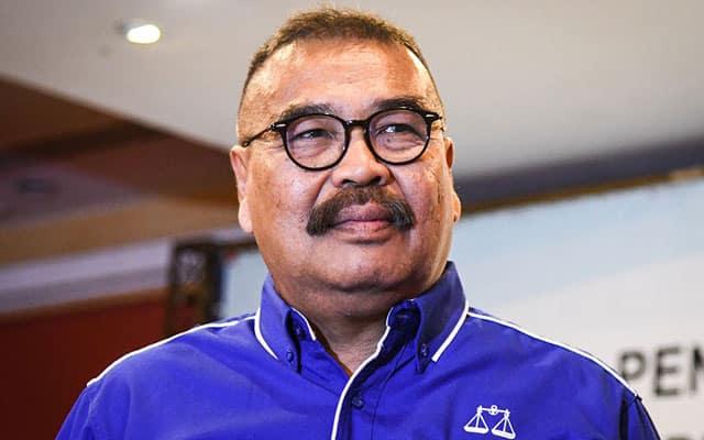 Gempar !!! 2 MP Umno tarik balik sokongan terhadap PM