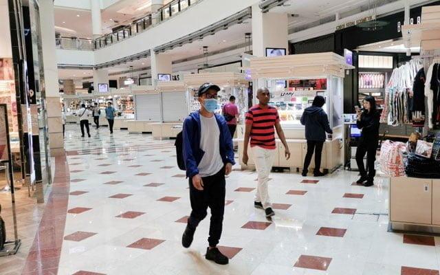 Netizen kecoh bila shopping mall di KL dibenar beroperasi