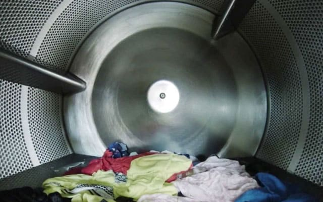 [Video] Terlalu ingin tahu apa jadi waktu basuh baju, youtuber masukkan GoPro dalam mesin basuh