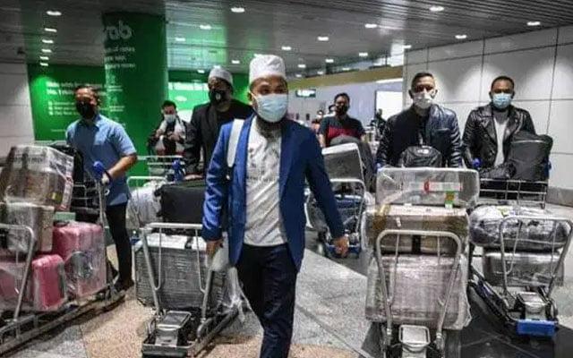 Panas !!! Pembantu Ebit Lew kantoi dapat pergi luar negara tapi tak cucuk vaksin