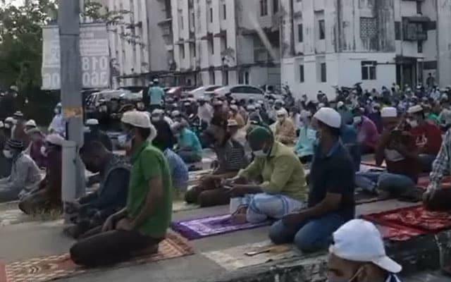 Menteri KDN beri amaran usir warga asing solat raya langgar SOP