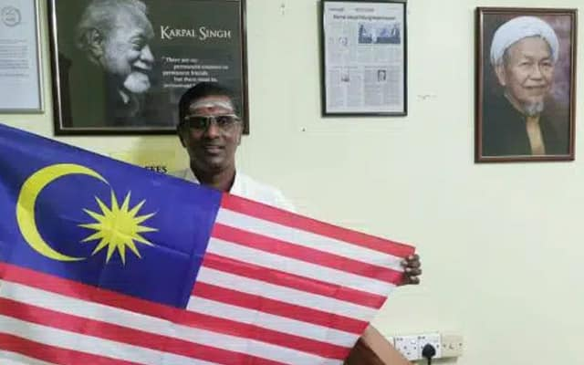 Gambar Tok Guru Nik Aziz di dinding curi tumpuan waktu MP Jelutong kibar bendera